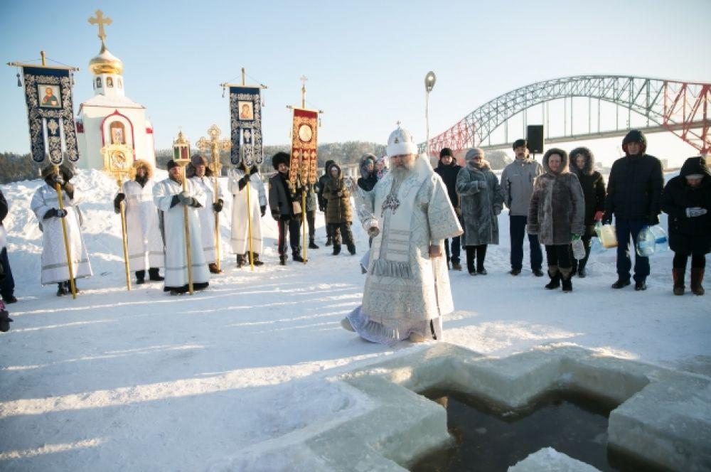Митрополит Ханты-мансийский и Сургутский Павел возглавил крестный ход на реку Иртыш