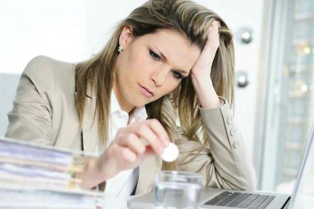 Частые симптомы ВГД - это скачки давления, потливость и головные боли.