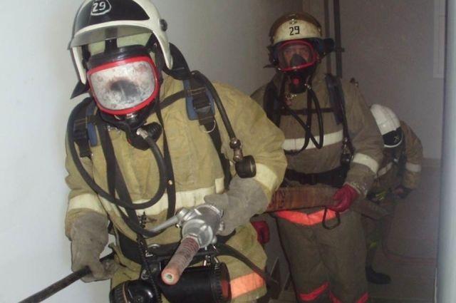 В центре Калининграда пожарные эвакуировали 22 человека из жилого дома