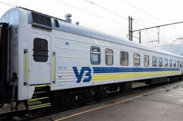 Пассажиры избили проводника поезда за просьбу не курить в тамбуре вагона