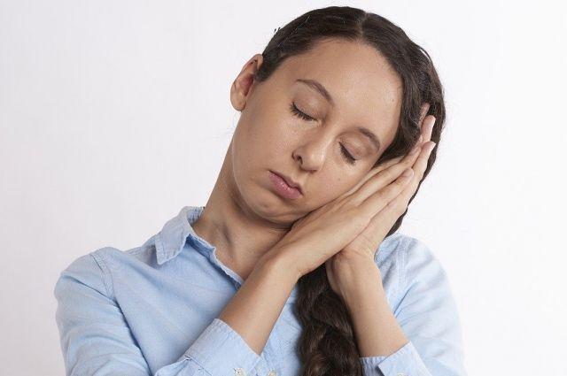 Синдром хронической усталости может быть проявлением длительного эмоционального напряжения или банального переутомления.