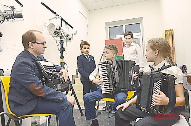В детской музыкальной школе им. Таривердиева закуплены новые музыкальные инструменты.