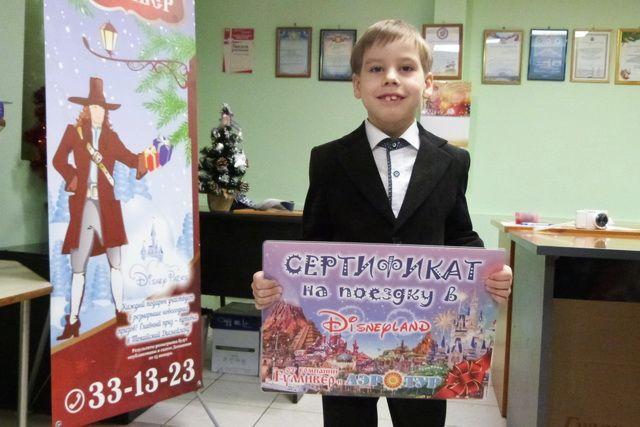 7-летний Миша опустил свой корешок в барабан в последний момент.