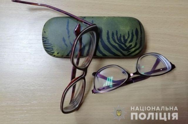 В Сумской области мошенники продают пенсионерам «чудо-очки»