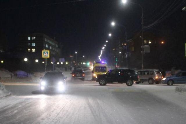 В Салехарде на улице Броднева водитель иномарки сбил человека на переходе