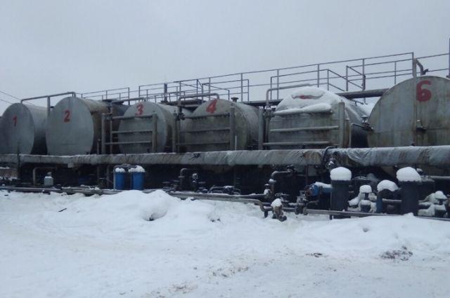 В Оренбурге опечатана площадка по переработке нефтепродуктов.