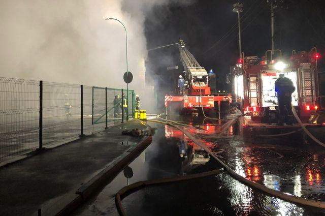 На окраине Киева сгорел мебельный магазин: детали инцидента