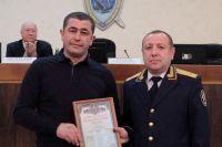 Следователи наградили Игоря Иткалюка за спасение новорождённого.