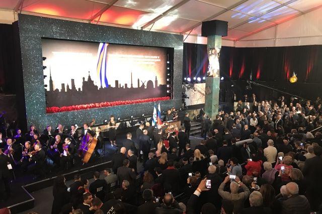 В торжественном мероприятии приняли участие Владимир Путин, Биньямин Нетаньяху и Александр Беглов.
