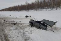 В Оренбуржье «ВАЗ» разорвало пополам после столкновения с грузовиком.