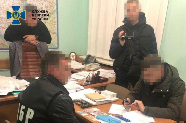 СБУ разоблачила чиновника ГФС на взятке в 85 тысяч долларов