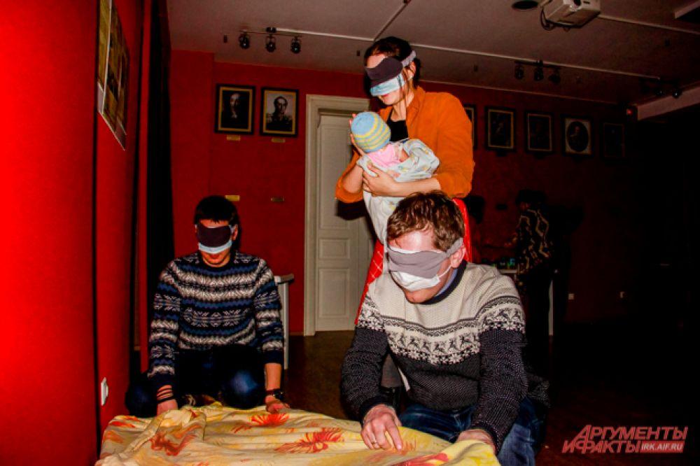 Непростой задачкой стала и элементарное бытовое действие - заправить кровать и одеть ребёнка