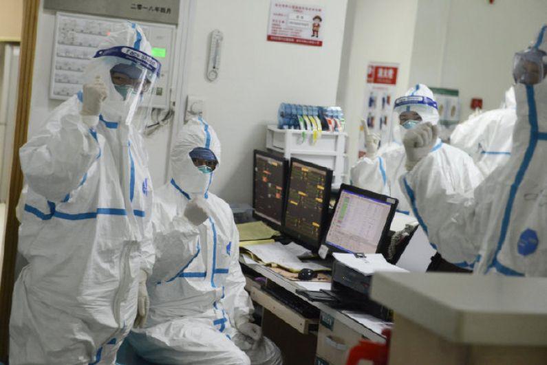 Медицинский персонал в Центральной больнице Уханя.