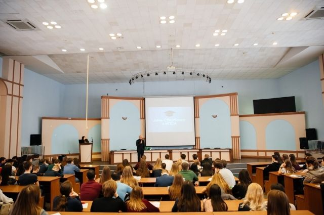 Участниками лекции стали более 150 студентов четвертого курса университета.