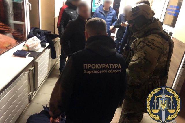 На пункте пропуска «Гоптовка» таможенника задержали за взятку