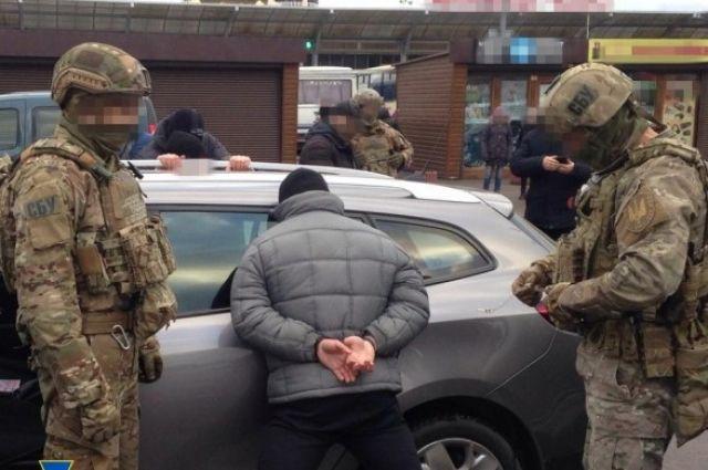 В Ровно мужчина возле торгового центра продавал ртуть