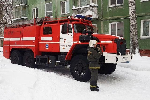 Пожарные потушили квартиру за полчаса.