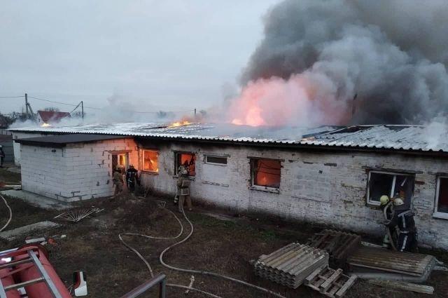 В Киевской области произошел пожар в швейном цеху: подробности