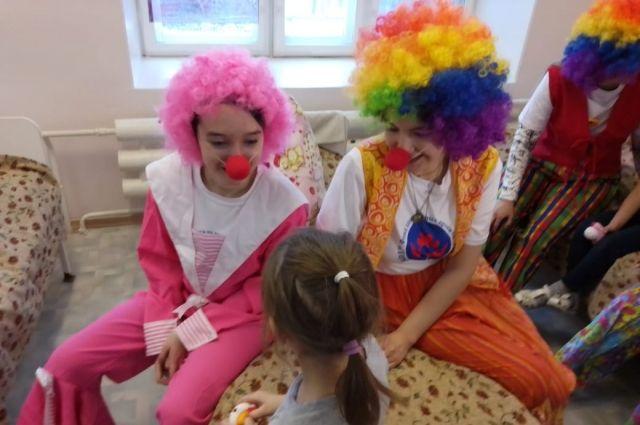 Дети откуда-то знают, что клоуны не обманывают.