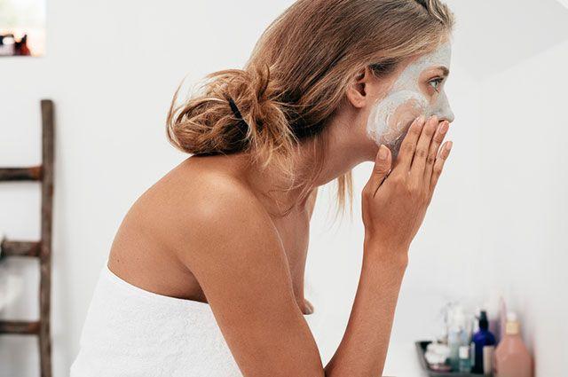 Какие домашние маски помогут увлажнить кожу лица и убрать морщины?