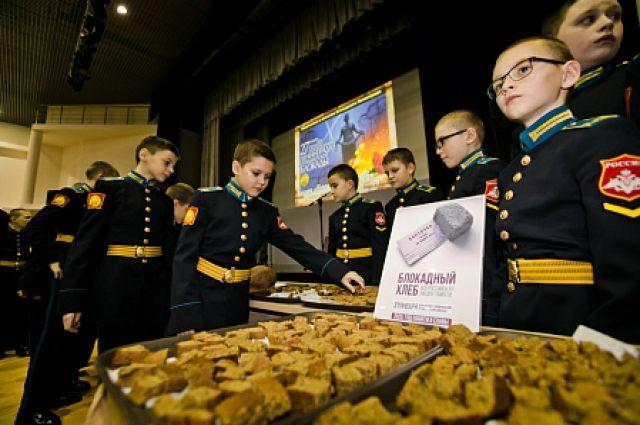 В Оренбурге кадеты узнали вкус блокадного хлеба.