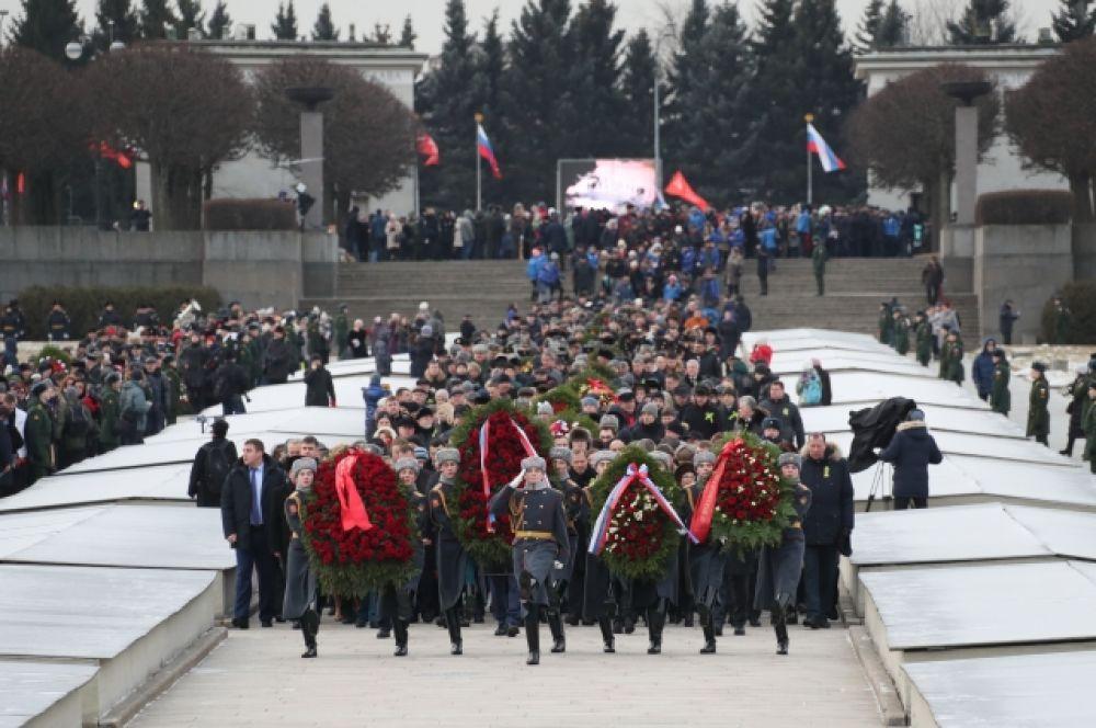На Пискаревском мемориальном кладбище прошла торжественно-траурная церемония.