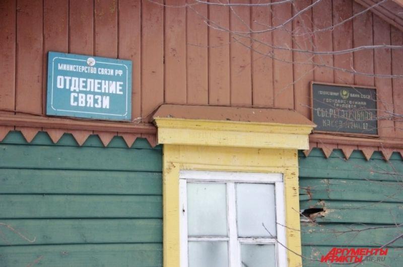 Кое-где на зданиях сохранились исторические вывески, что позволяет определить, что располагалось ранее в этом здании.