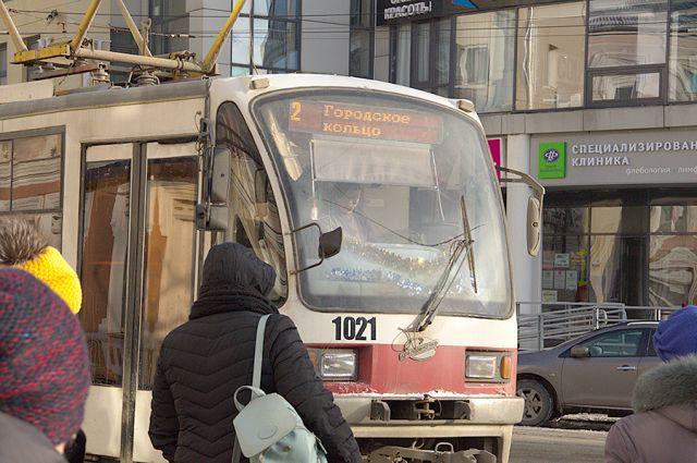 Кольцо, идущее по центру Нижнего, могут разомкнуть, если на Ильинке уберут рельсы. Альтернативы трамваю там нет.