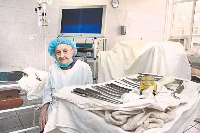 У операционного стола доктор всегда стояла на «карете».