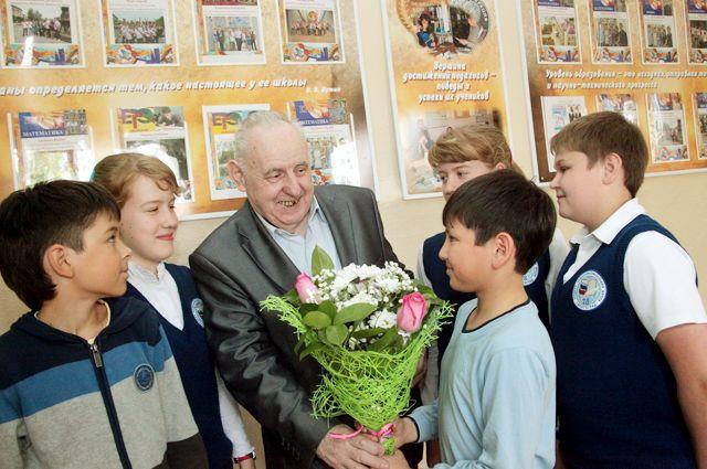 Народный учитель Юрий Лепёхин работает с детьми больше полувека.