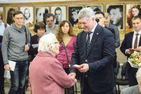 По поручению президента России Владимира Путина Александр Гусев вручил ветеранам юбилейные медали.