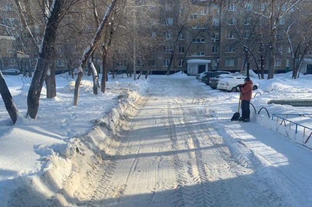 Владимир Ильиных поставил на контроль уборку снега в Оренбурге