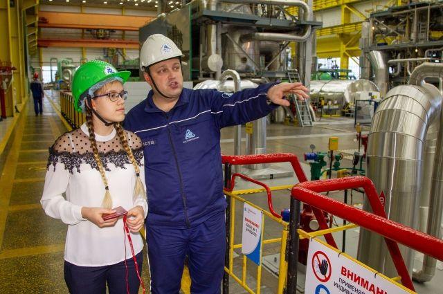 Ангелина, побывав у папы на работе, своими глазами увидела, как функционирует атомная станция.