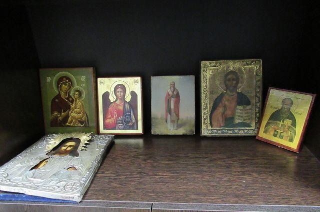 В Ленинградской области полиция раскрыла кражу икон у семьи священника
