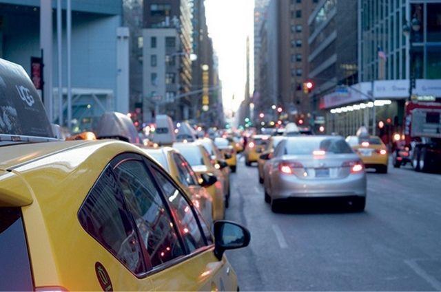 Среди столичных таксистов есть и брянцы, но уже через три года их могут заменить автопилоты.