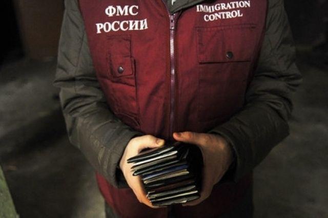В Гурьевском районе задержали мужчину с поддельной миграционной картой