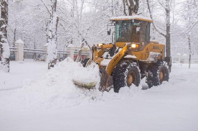 Во вторник, 28 января, днем на уборку города от снега вышла 191 единица снегоуборочной техники.