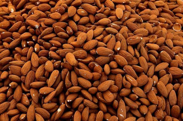 Сушеные косточки абрикоса изъяли в Рощино у пассажиров из Ташкента