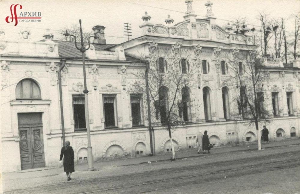 Городская детская больница по улице Ленина, 13а (дом Грибушина), 23-34 апреля 1955 г.
