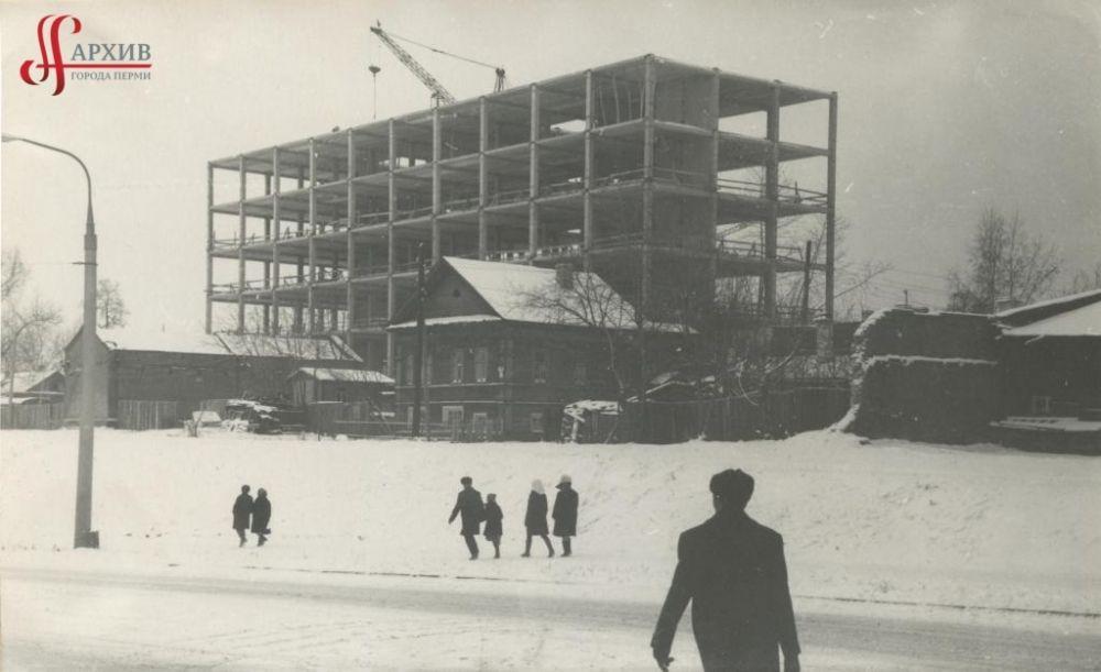 Строительство здания Центра научно–технической информации и Дома моделей по улице Попова, 9, 1 ноября 1970 г.