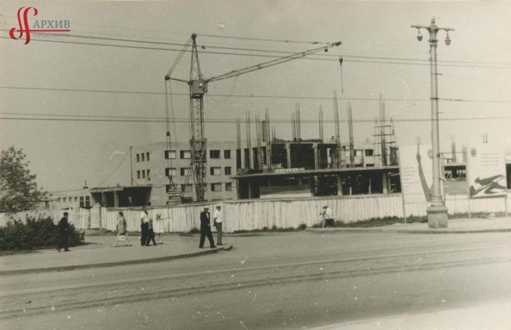 Строительство Пермского государственного цирка по улице Уральской, 112. 9 июня 1968 г.