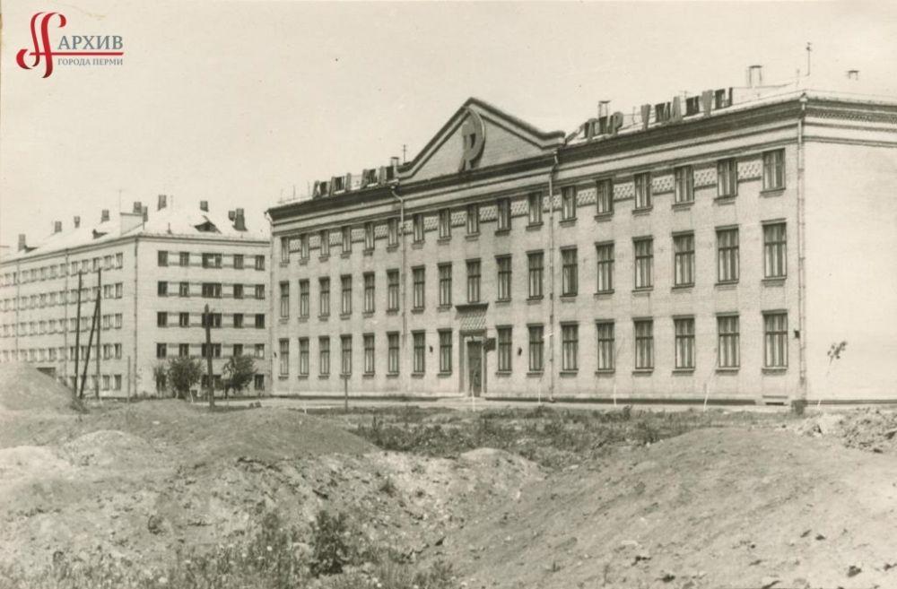 Речное училище на бульваре Гагарина, 33. 9 июня 1968 г.