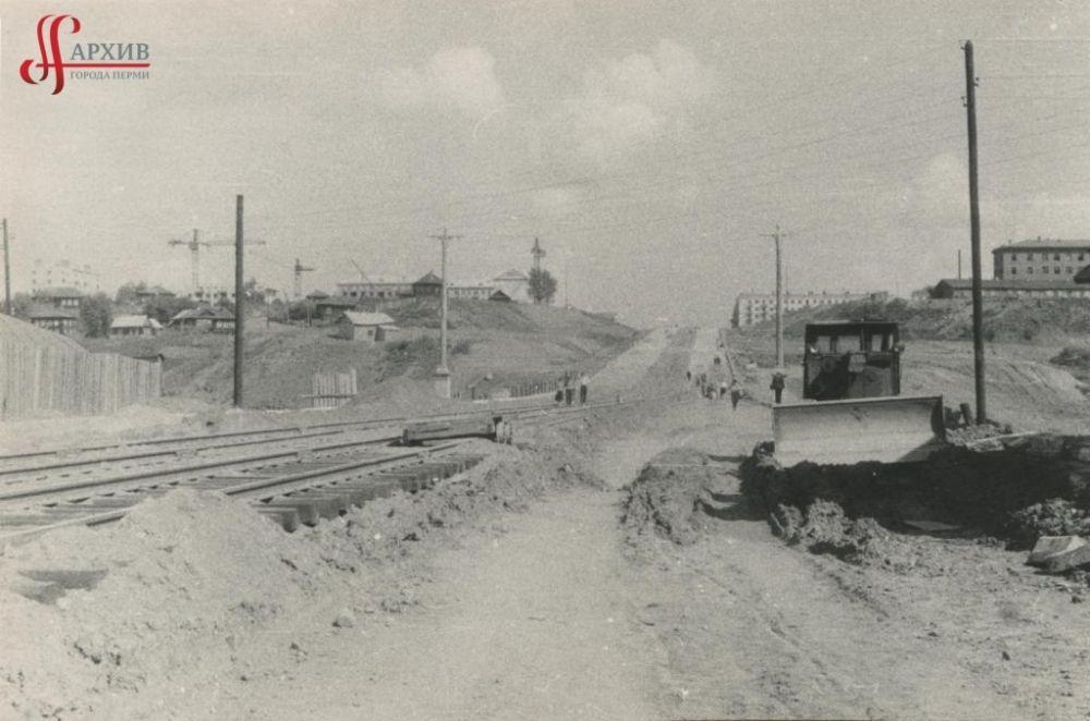 Начало строительства Северной дамбы: ведутся земельные работы, сентябрь 1959 г.