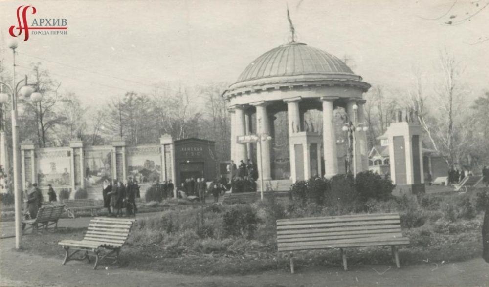 Ротонда в саду имени Горького, 17 октября 1954 г.