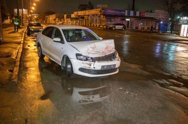ДТП в Киеве: автомобиль оказался под колесами трамвая