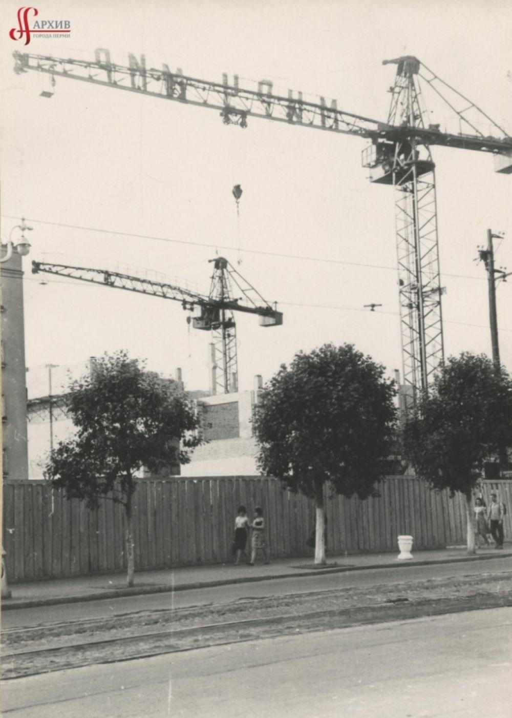 Строительство здания Центрального универмага, 22 июня 1963 г.