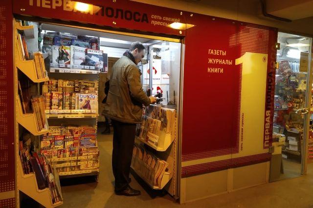По данным Комитета по контролю за имуществом, продукты питания и табачные изделия, а также свежий чай и кофе продавать в киосках нельзя.