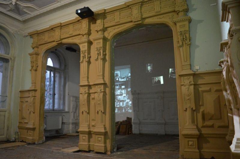 Комната Бродского еще требует реставрации. Ее проведут в ближайшее время.
