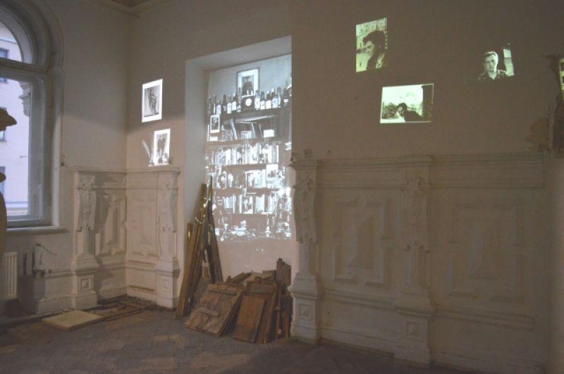 Это - знаменитые «полторы комнаты» поэта.