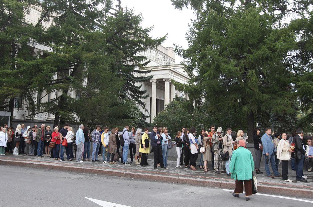 2011 год, в ГМИИ имени Пушкина на выставку работ Сальвадора Дали.